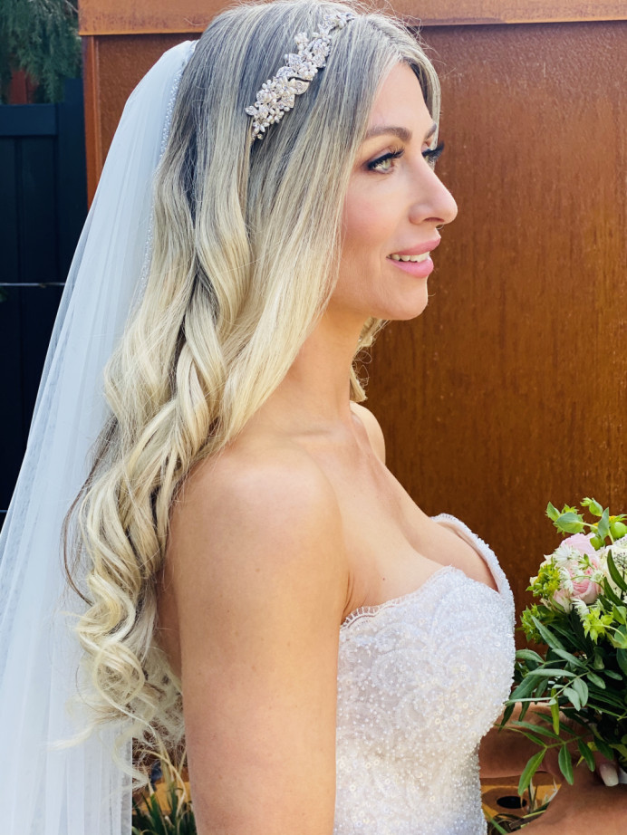 Curly hair and beautiful makeup - Make Me Bridal Artist: RLM wedding makeup. Photography by: Rebecca Louise Middleton. #glamorous #naturalmakeup #curls #blonde #bridalmakeup