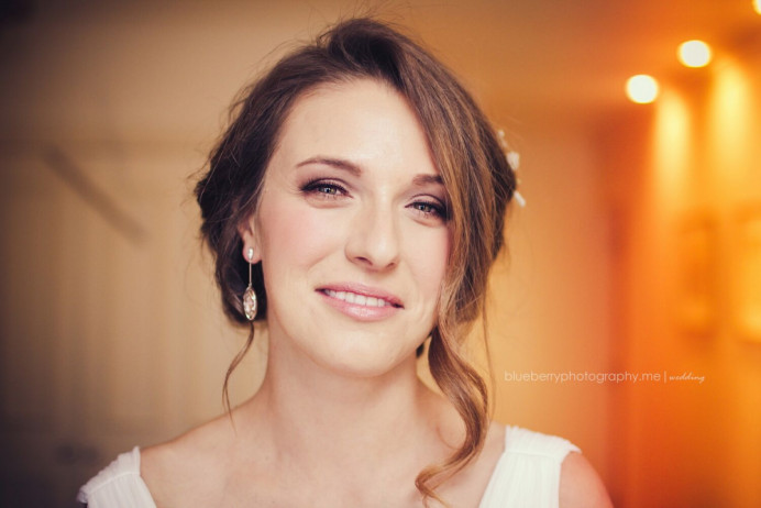 - Make Me Bridal Artist: Nicola Louise Makeup. Photography by: Blueberry Photography. #classic #glamorous #naturalmakeup #weddingmorning #gettingready #bridalmakeup