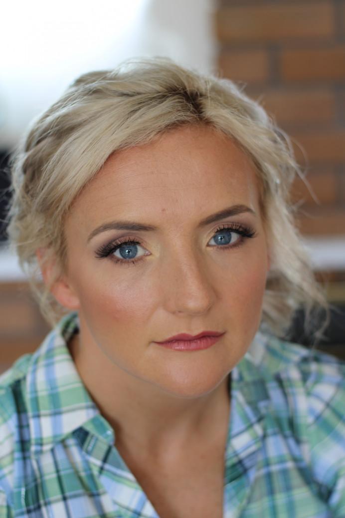 Kimberly Holland Bridal Hair & Makeup Artist in Cornwall