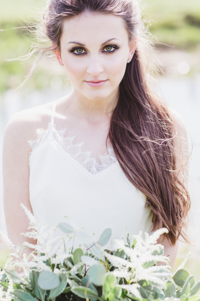 A gorgeous soft smoky eye makeup can work really well for weddings, especially for brunettes with hazel eyes! - Make Me Bridal Artist: Mel Kinsman. Photography by: Cristina Rossi. #bohemian #boho #halfuphair #bridalmakeup #tousled