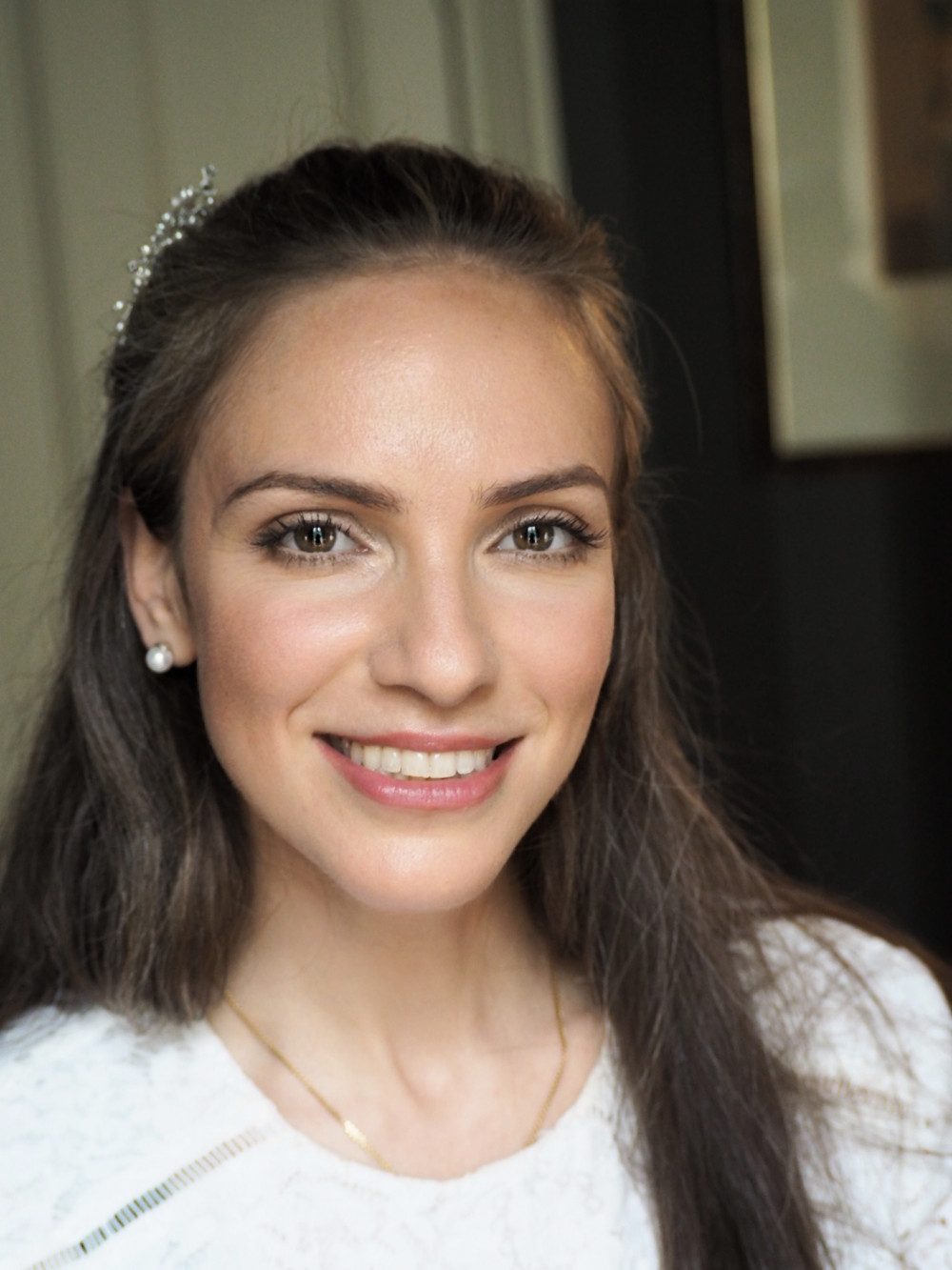 Another bridal makeup trial for a winter wedding. This lady wanted something really simple, natural but radiant at the same time. - Make Me Bridal Artist: Mel Kinsman. Photography by: Mel Kinsman. #classic #naturalmakeup #bridalmakeup #elegant #pretty