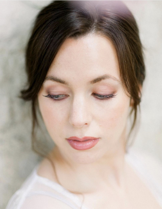 Stunning photo of very soft vintage pinks both on eye and lips. Pretty curled individual lashes to add a hint of drama. - Make Me Bridal Artist: Mel Kinsman. Photography by: Jo Bradbury. #bohemian #vintage #naturalmakeup #bridalmakeup #roselip #soft #bridesfrance