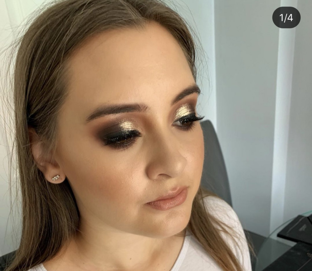 Smokey gold eyes perfect for a evening out! - Make Me Bridal Artist: Pavkoonermua.