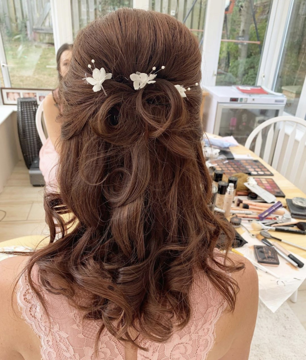 Perfect bridesmaid hairstyle half up half down - Make Me Bridal Artist: Pavkoonermua.