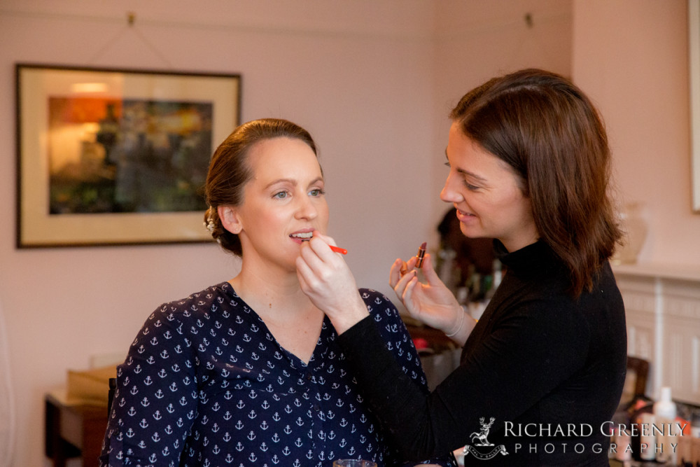 A little shot of Sarah and her wedding prep on her special day in Barnes. - Make Me Bridal Artist: SW London Make Up. Photography by: Richard Greenly. #weddingmorning #bridalmakeup #weddingmakeup #weddingprep