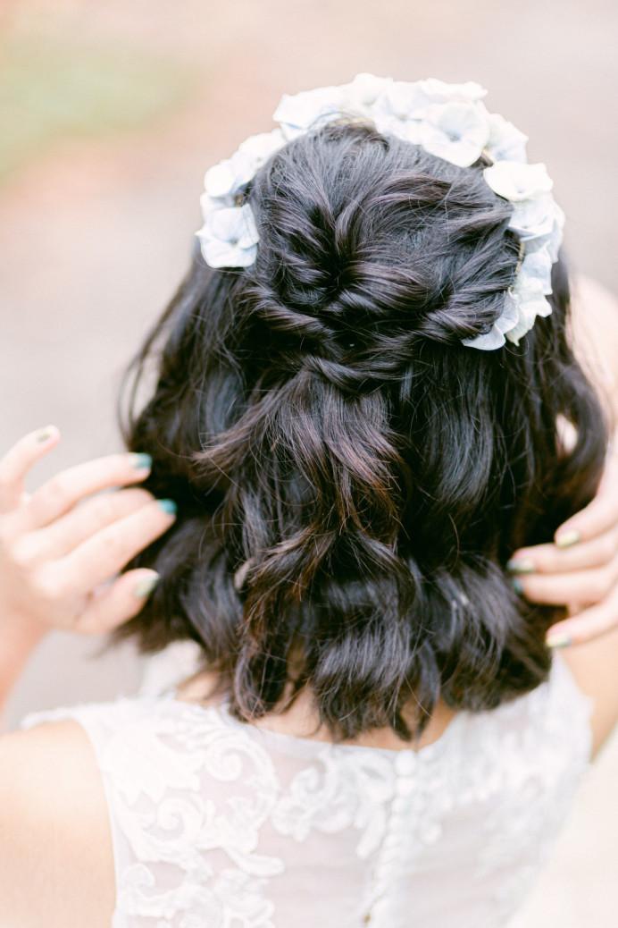- Make Me Bridal Artist: Vicky Jiggens Makeup Artist. Photography by: Whitney Lloyd. #halfuphalfdown #loosewaves #shorthair #texturedhair