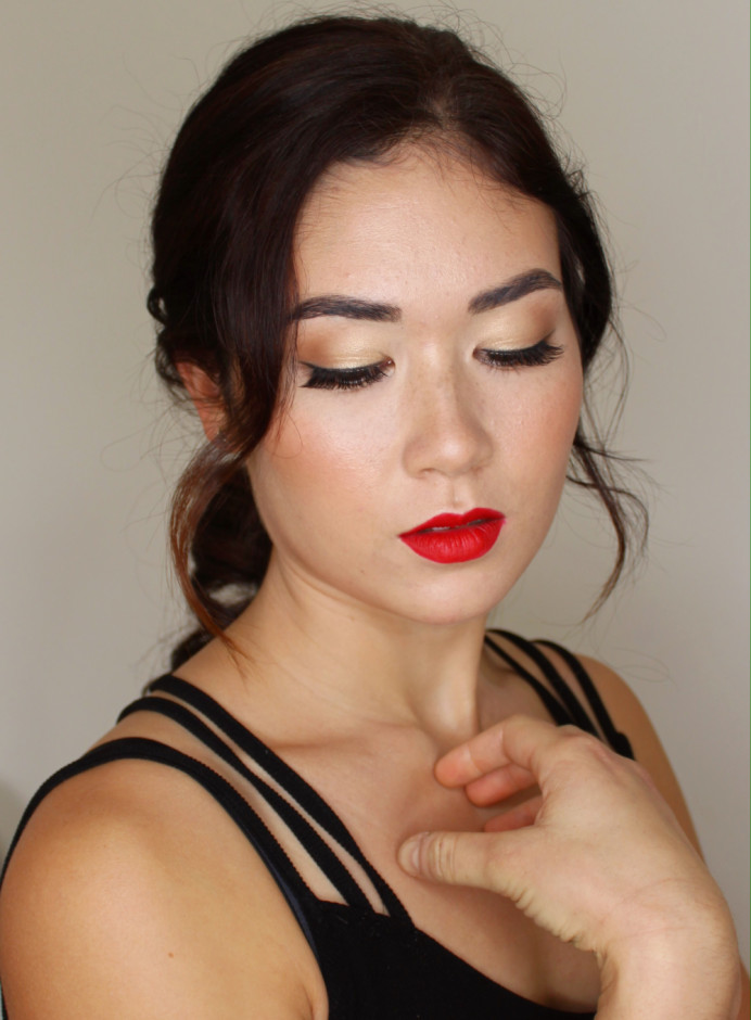 In this look for Claire I focused on creating glowing skin, and a bold red lip. A modern take on a traditional 50s look. - Make Me Bridal Artist: Vicky Jiggens Makeup Artist. #wingedliner #redlip #flawlessmakeup #asianbride #vintagemakeup #glowingskin