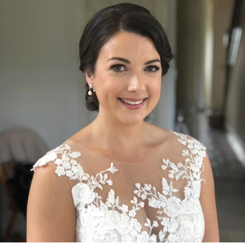 Classic, with a glamorous edge, bridal makeup - Make Me Bridal Artist: Powder & Paint - Makeup by Kathryn. Photography by: Kathryn Braunton. #glamorous