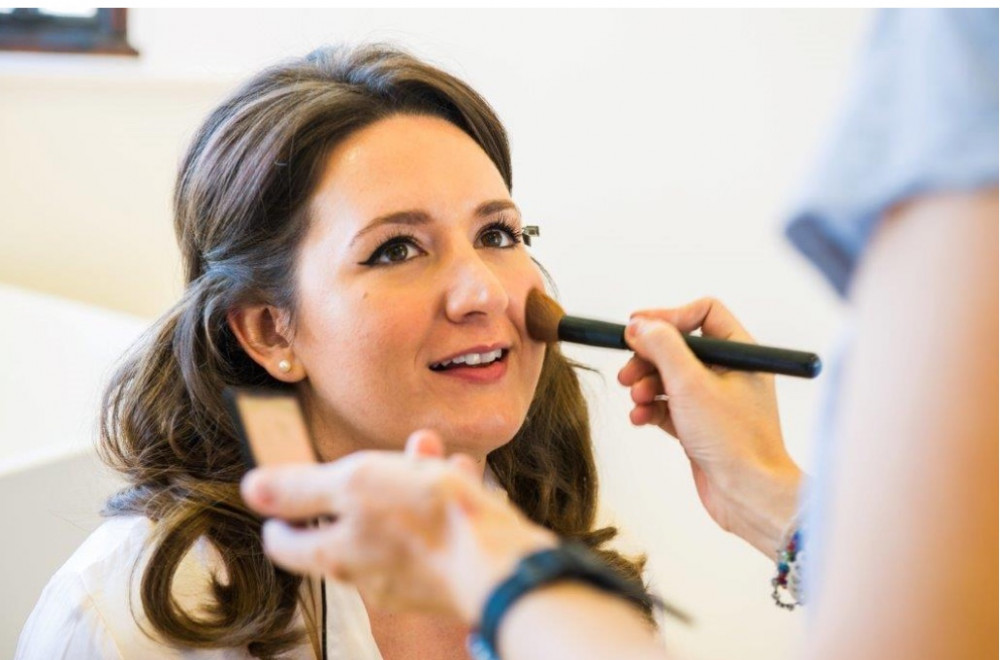 Applying the finishing touches to the bride's make up - Make Me Bridal Artist: Makeupstudio42.
