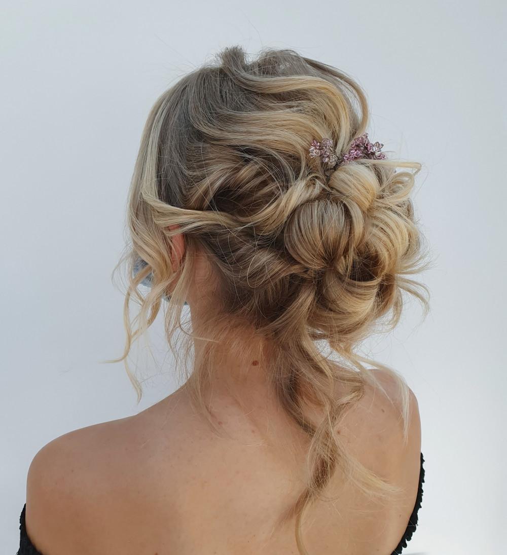 - Make Me Bridal Artist: Hairbyemmac.