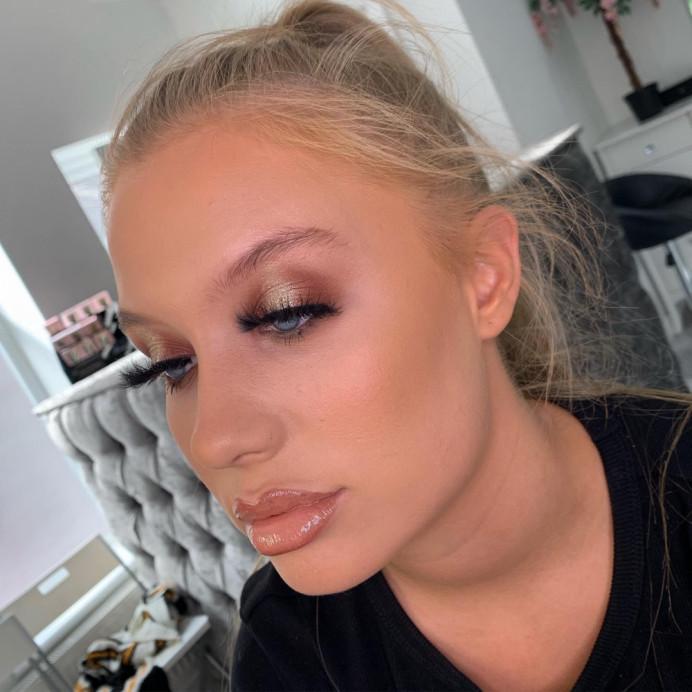 - Make Me Bridal Artist: Eloise Amy - Pro Makeup Artist. #glamorous #blonde #glow #pretty #glitter #glowingskin #naturalbrows #kimk