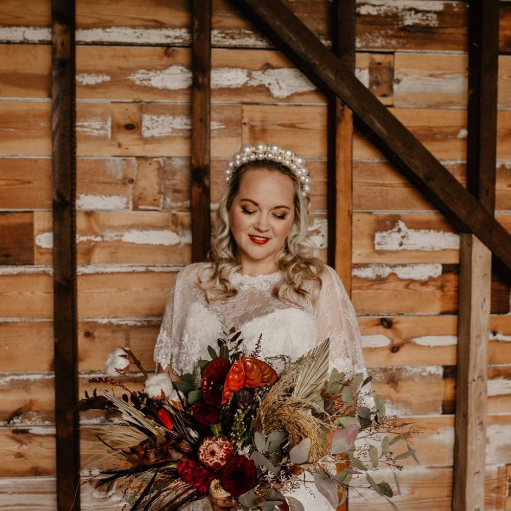 A fabulous shot with curly blonde hair and classic makeup - Make Me Bridal Artist: Viktoria Kohl Makeup and Hair. Photography by: Jessica Davies. #classic #glamorous #naturalmakeup #blonde #bridalmakeup #glow #bridalhair #weddinghair