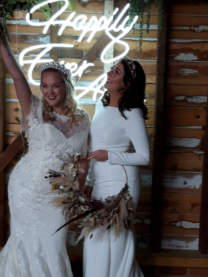 - Make Me Bridal Artist: Viktoria Kohl Makeup and Hair. Photography by: Jessica Davies. #classic #glamorous #curls #bridalmakeup #glow #elegant