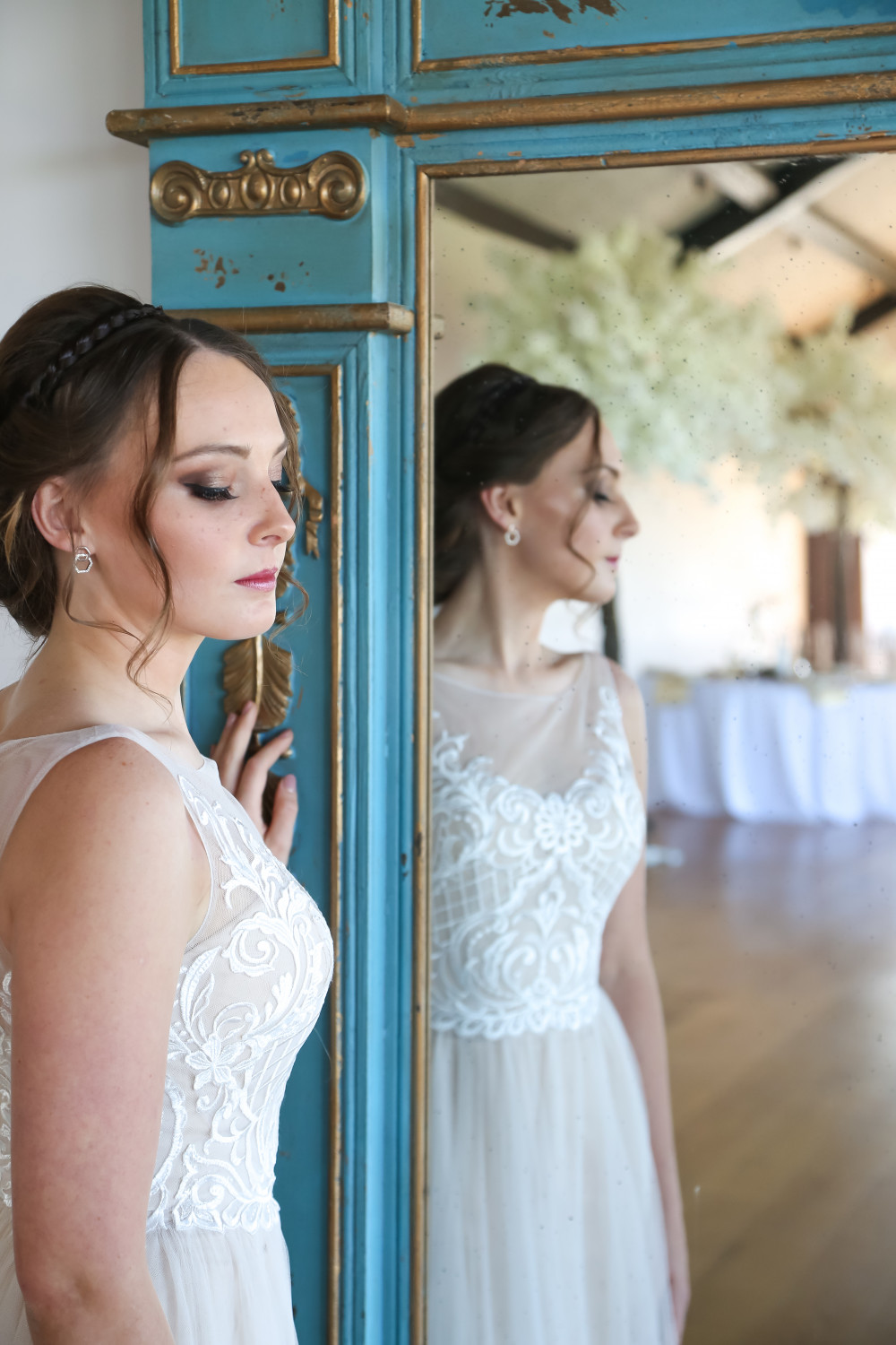 - Make Me Bridal Artist: MK Hair & Makeup . Photography by: Twirlygirl Photography . #smokeyeyes