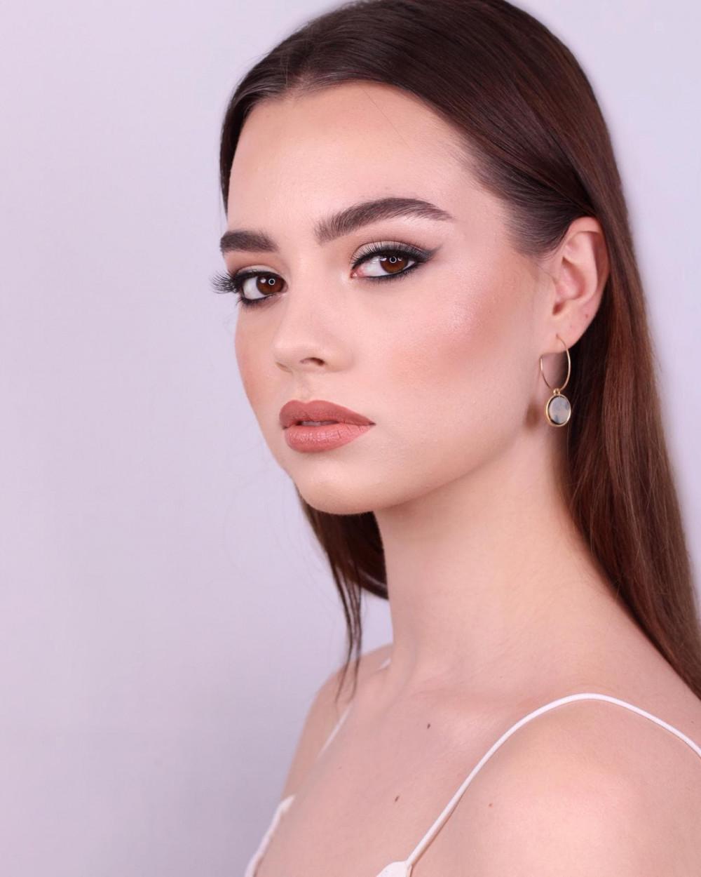 - Make Me Bridal Artist: Christiane Dowling Makeup Artistry. #classic #naturalmakeup #bridalmakeup #perfectmakeup #makeup #glowingskin #weddingmakeup