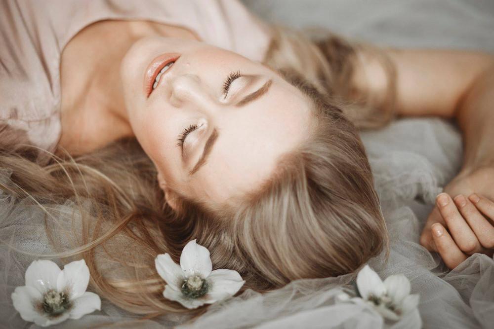 - Make Me Bridal Artist: Jenn Edwards & Co. Photography by: Shelley Richmond.