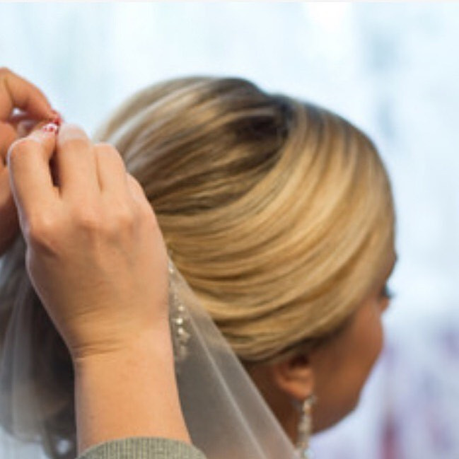 Adding and securing of the veil is so important. I'm happy to do this as I have fitted so many before, I know all the tricks! - Make Me Bridal Artist: Linda Loves Hair. #classic #veil #weddingmorning