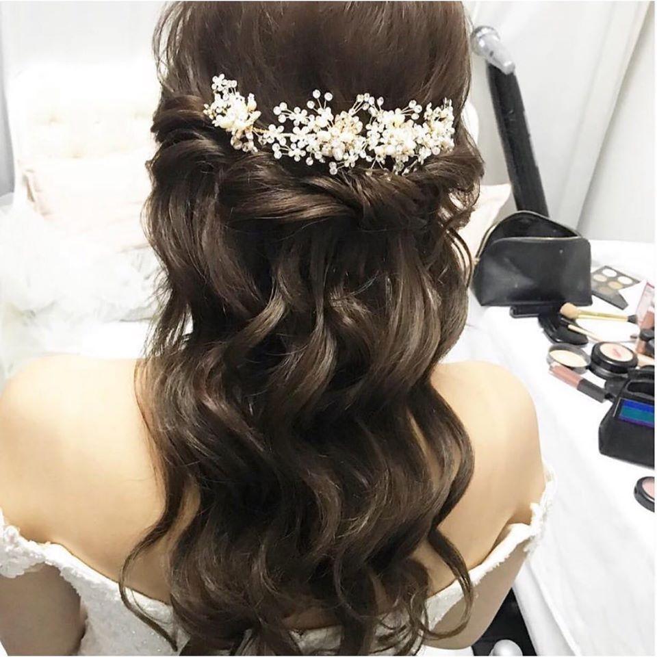 A simple half up/ half down style that shows off the hair accessory beautifully. - Make Me Bridal Artist: Linda Loves Hair. #halfuphalfdown #longhair