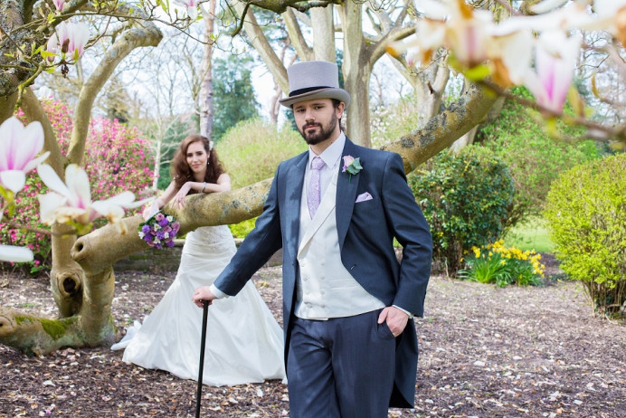 When the groom takes the centre stage. I love this images. - Make Me Bridal Artist: Brush Technik. #springwedding #romantic #oxfordwedding #groom