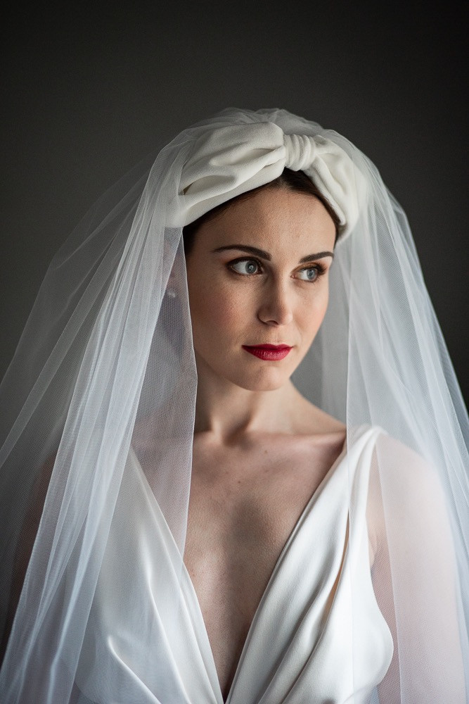 Cool modern bride with turban and veil and classic red lip - Make Me Bridal Artist: Makeup Angel. Photography by: John Knight. #classic #vintage #glamorous #naturalmakeup #bridalmakeup #elegant #coolbride
