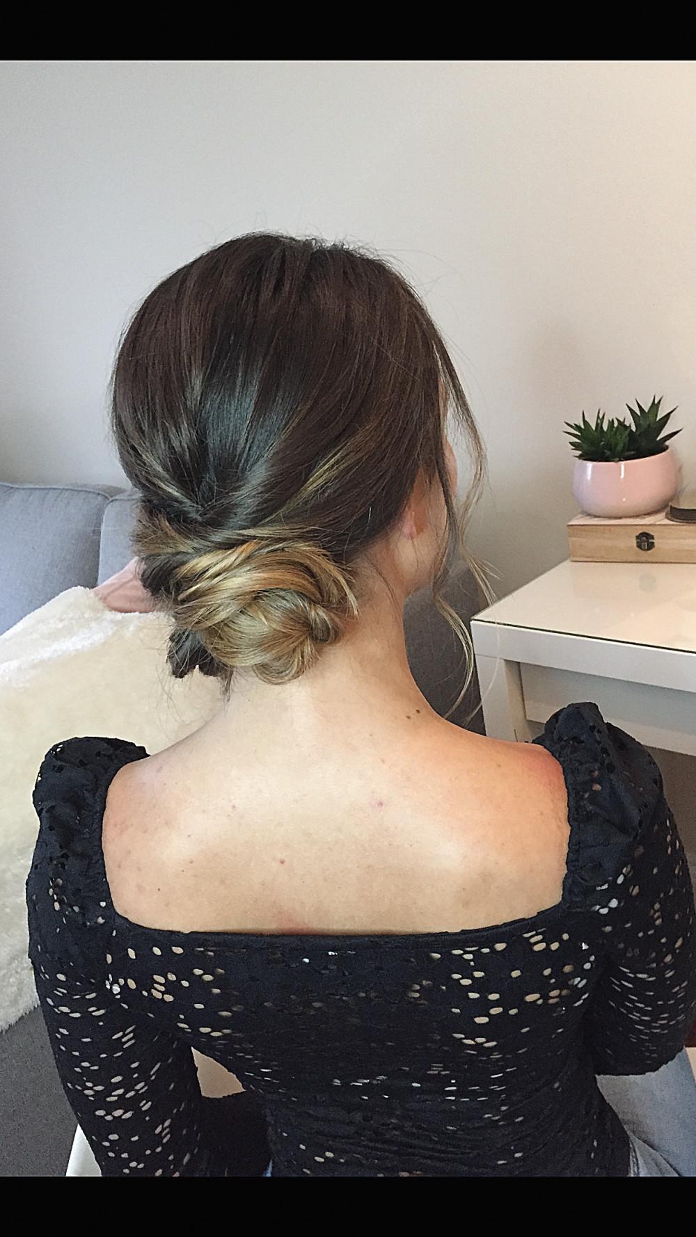 - Make Me Bridal Artist: April Natalie Hair.