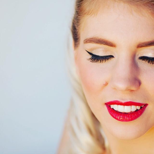 - Make Me Bridal Artist: Kelli Waldock Make Up Artist. Photography by: Samantha Jones photography. #vintage #glamorous #bridalmakeup #airbrushedmakeup #elegant #perfectmakeup