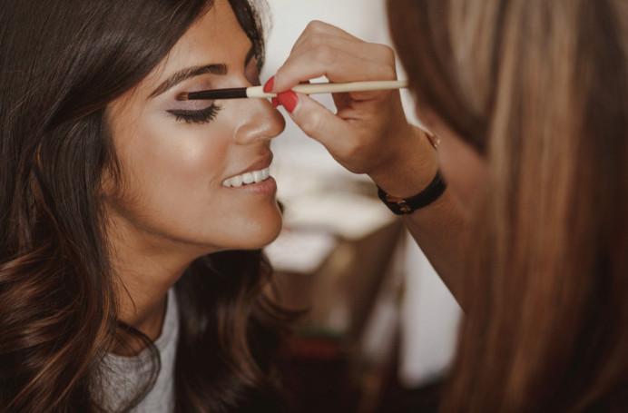 Flawless make up will alwaysequal a flawless day and eventually a flawless life! Aneeqa's big day - Make Me Bridal Artist: Eleni Liatsou Make up. #weddingmakeup #asianwedding #asianbride #asianbridalmakeup #asianweddinglondon #bohobride #romanticmakeup
