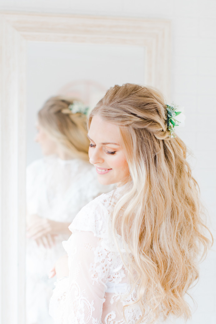 - Make Me Bridal Artist: Carter Hair & Makeup. Photography by: Natalie Stevenson. #bohemian #naturalmakeup