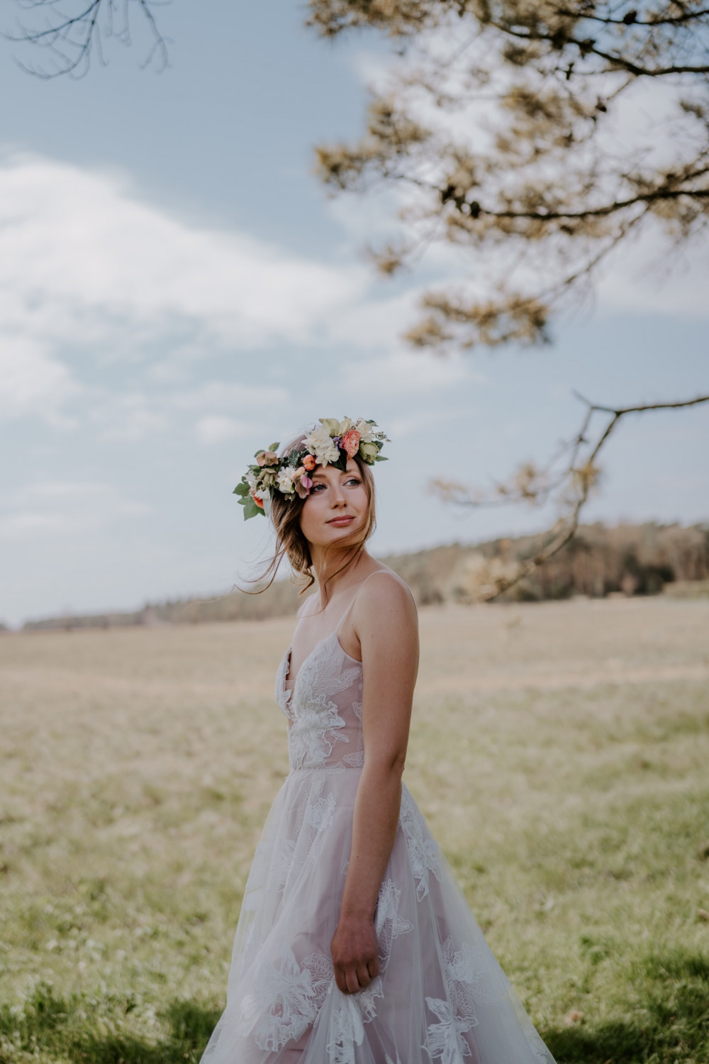 Rosy and her gorgeous glowing skin compliments her elegance - Make Me Bridal Artist: Hayley Clarke Makeup Artist. Photography by: Emma Shaw Photography. #flowercrown #bridalmakeup #bride #definedmakeup #glowingskin #makeupartistnorfolk