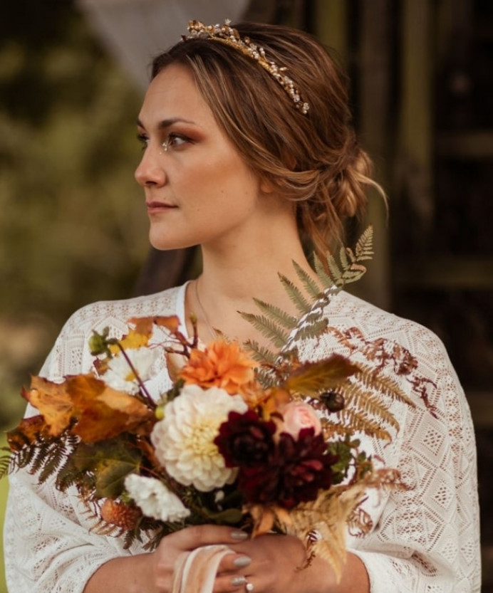 Botanical Themed photoshoot – Elopement – Autumnal tones Makeup look. - Make Me Bridal Artist: Makeup By Lisa Hannah. Photography by: Hannah Sharpe Photography. #bohemian #vintage #boho #bridalmakeup #roselip