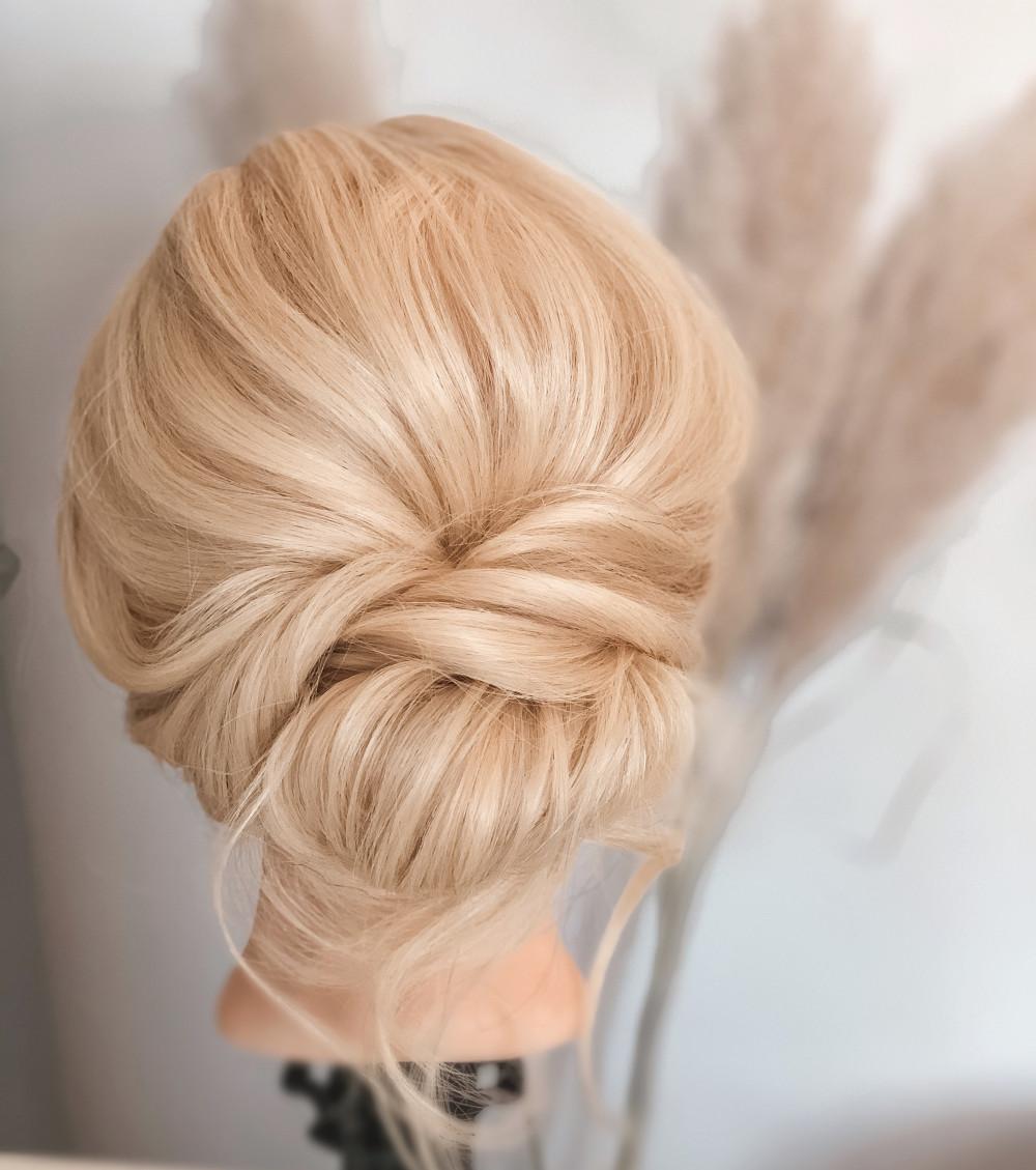 - Make Me Bridal Artist: Karen Amelia Hair.