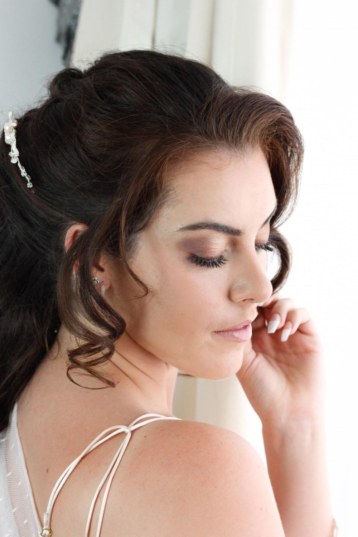 Natural Wedding Makeup - Make Me Bridal Artist: Michelle Cousins Makeup Artist. Photography by: Lucy Jayne Makeup Academy. #naturalmakeup #bridalmakeup #airbrushedmakeup #makeuptrial #weddingmakeup #winterweddingmakeup #springbride #perfectmakeup #summermakeup