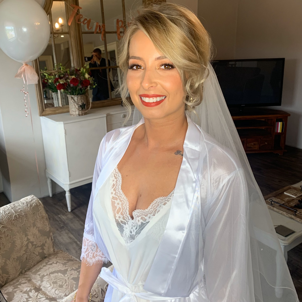 REAL BRIDE.  This stunning bride tied the knot in october so we went for warm tones and a red lip. - Make Me Bridal Artist: Natasha Jane Makeup. Photography by: myself.. #weddingmorning #weddinghairandmakeup #bridalmakeup #bridalmakeupartist #weddingmakeup #weddingmakeupartist #yorkshiremakeupartist #yorkshireweddingmakeup #doncastermakeupartist