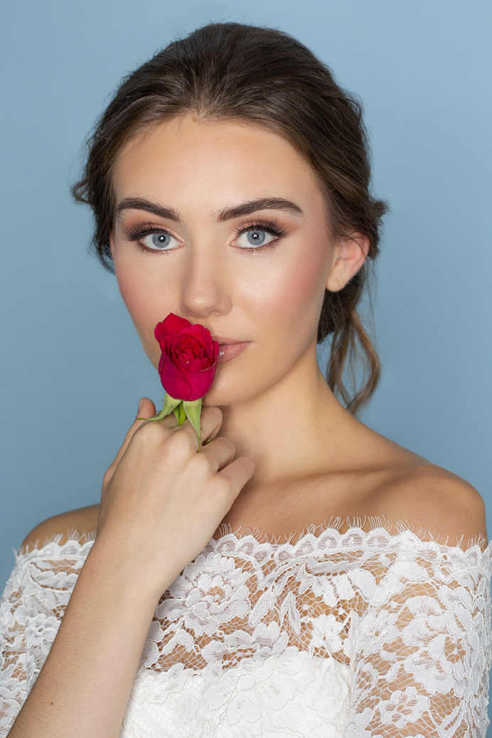 We love creating flawless, radiant skin - Make Me Bridal Artist: In the Bridal Chair. Photography by: Alison Wallis Photography. #glamorous #bridalmakeup #makeup #weddinghairandmakeup #glowingskin #lowupdo #rose