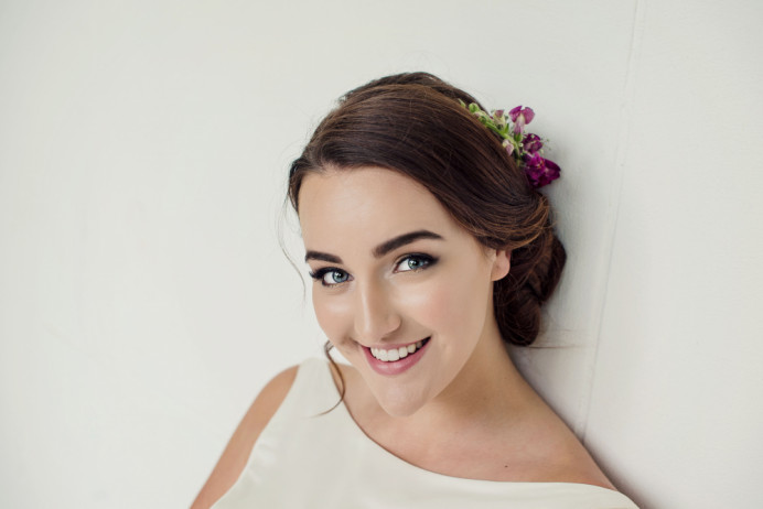 Beautiful natural Make-up that lasts all day - Make Me Bridal Artist: In the Bridal Chair. Photography by: Jennifer Sinclair. #glamorous #naturalmakeup #bridalmakeup #flowersinherhair #weddinghairandmakeup #elegantmakeup