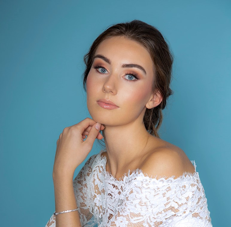Glamorous eyes and soft lips - Make Me Bridal Artist: Catherine Strong Hair & Make-up. #glamorous #bridalmakeup #weddinghairandmakeup #nudelip #weddingmakeup