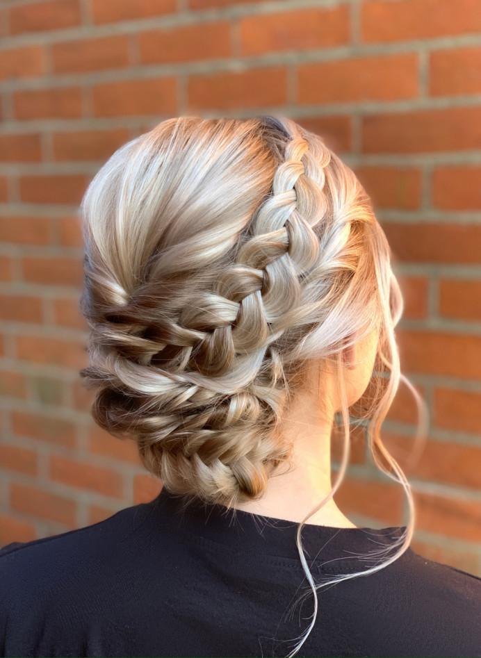 - Make Me Bridal Artist: Abigail Blake.