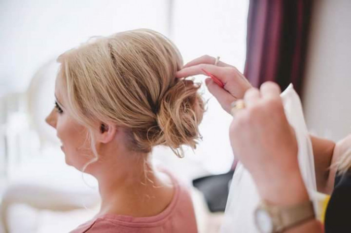 - Make Me Bridal Artist: Beautystyle. Photography by: Nick Murray Photography. #boho #relaxedupdo #messybun #weddinghairandmakeup #weddinghair #bridahairup