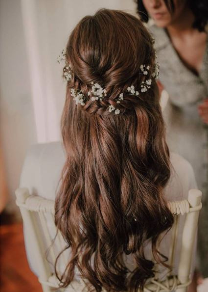 Bride Tati - Make Me Bridal Artist: let's hair. Photography by: Pedro Lopes. #halfuphair #gypsophila #braidedupdo #fishtailbraid #braids #bridalhair #coolbride #loosecurls #bohobride #bohowedding #crownbraid #bridallook #boho #realbride #effortless #romantichair #romanticlook #realflowers