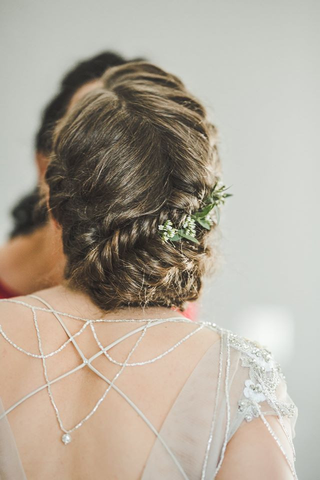 Bride Urte - Make Me Bridal Artist: let's hair. Photography by: Foto Plunksna. #bohemian #boho #lowupdo #relaxedupdo #braid #braidedupdo #fishtailbraid #braids #lowbun #natural #realbride #naturalbridal #naturalbride #rustic #realflowers