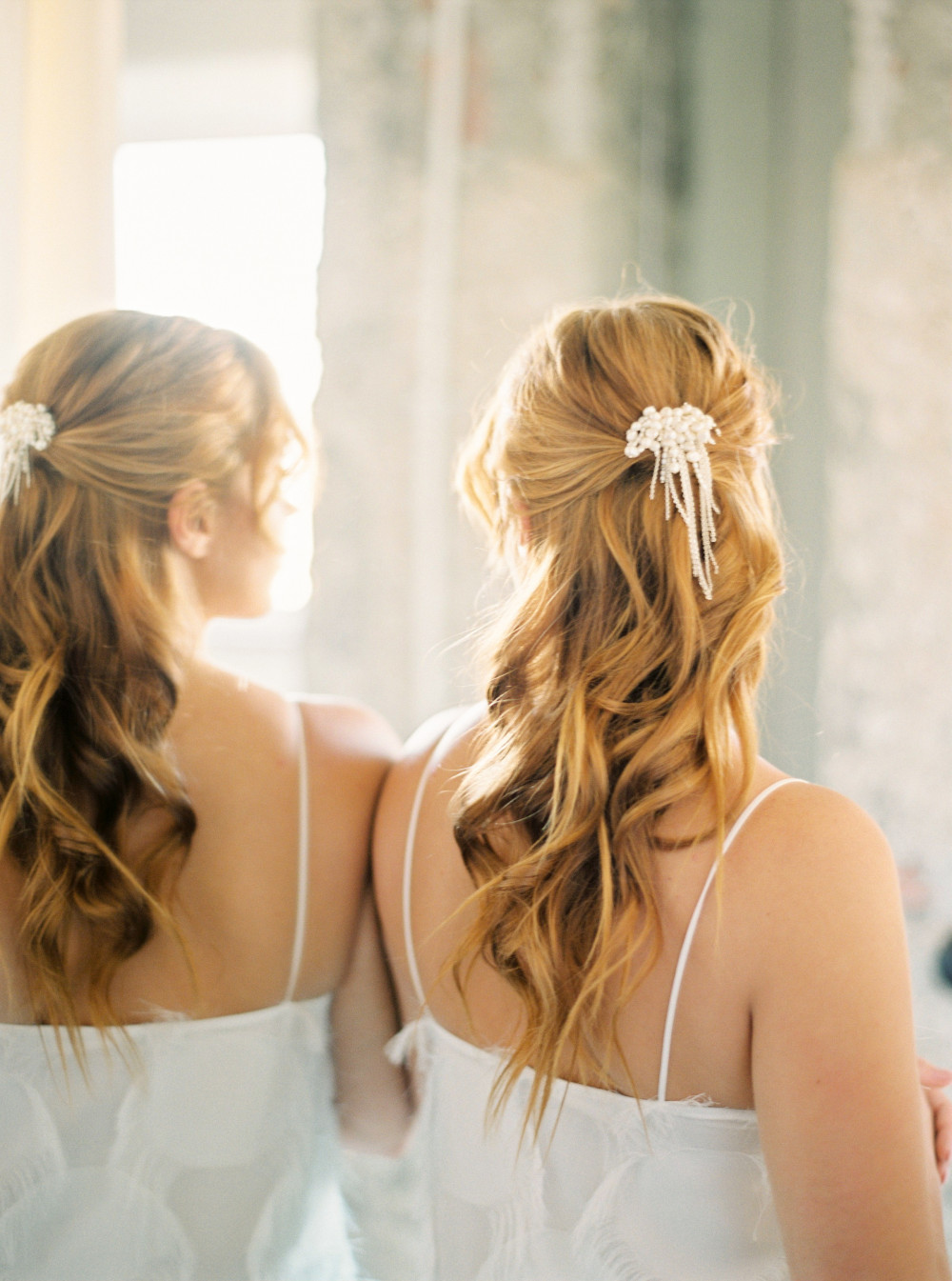 Wedding editorial (hair and hair piece made by me) - Make Me Bridal Artist: let's hair. Photography by: Alice Vicente. #bohemian #classic #halfuphair #elegant #relaxedupdo #hairup #bridalhairstylist #redhair #relaxedhairup #styledshoot #halfuphalfdown #loosewaves #redhair #bridalhair #effortlesshair #loosewaves #glam #loosehair