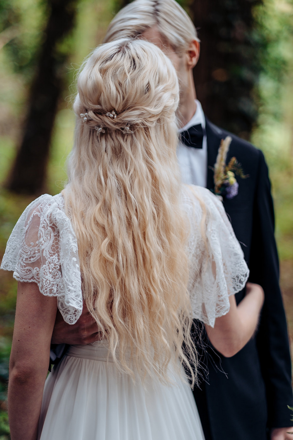 Wedding editorial (hair and hairpins made by me) - Make Me Bridal Artist: let's hair. Photography by: Flavia Grandi. #bohemian #halfuphair #blonde #relaxedhairup #romantic #beachwaves #longhair #relaxed #relaxedupdo #romantichair #mermaidhair #longhairstyle #mermaidwaves