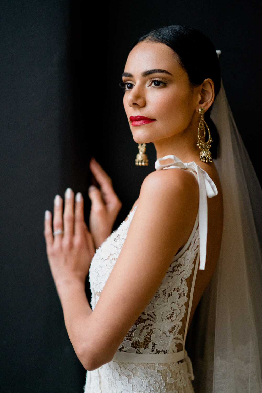 - Make Me Bridal Artist: Sylwia Kunysz Makeup Artist. Photography by: Voyteck Photography. #redlip #glamourous #naturalweddingmakeup #chic #modernbride