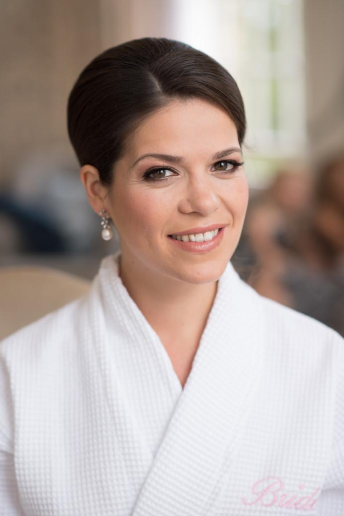 - Make Me Bridal Artist: Sylwia Kunysz Makeup Artist.