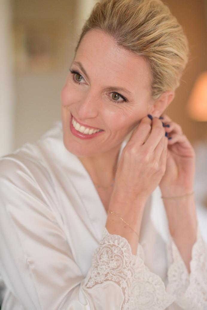 - Make Me Bridal Artist: Sylwia Kunysz Makeup Artist. Photography by: Sylwia Kunysz MUA. #classicmakeup #maturebride #modernbride