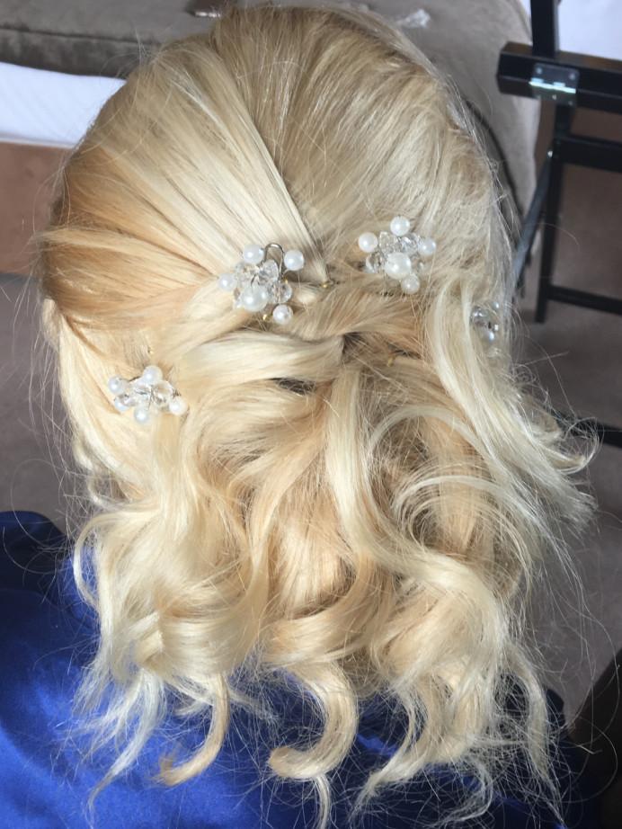 - Make Me Bridal Artist: Emma Olliff . #relaxedupdo #bridesmaidhair #messybun
