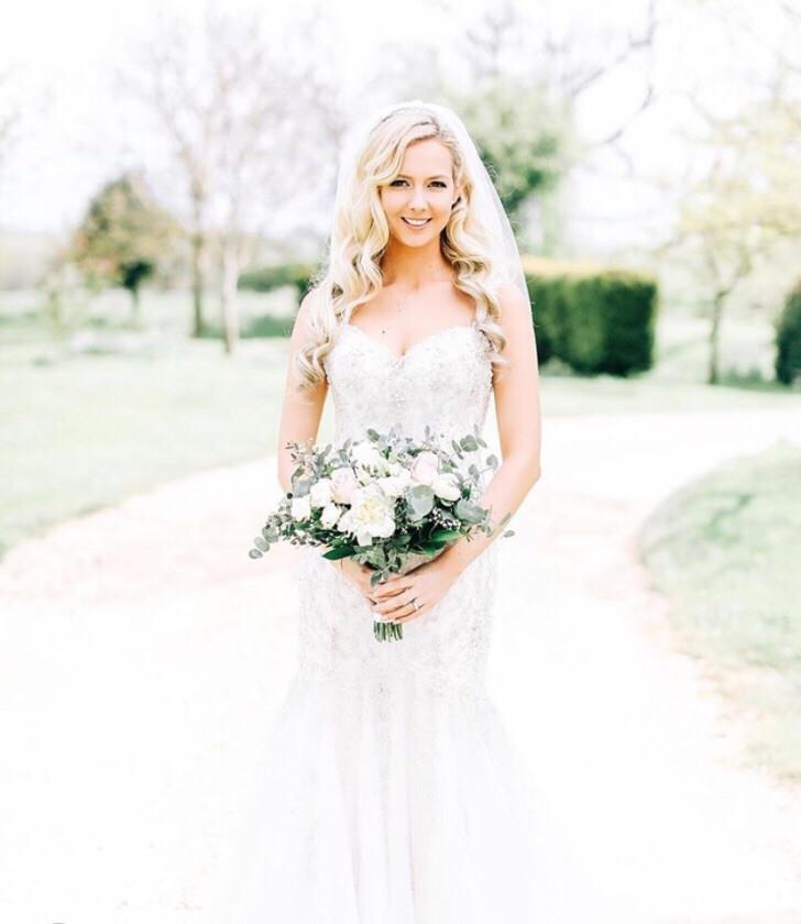 - Make Me Bridal Artist: Zoe Sharman hair and makeup. #bridalmakeup #bridalhair #hollywoodwaves