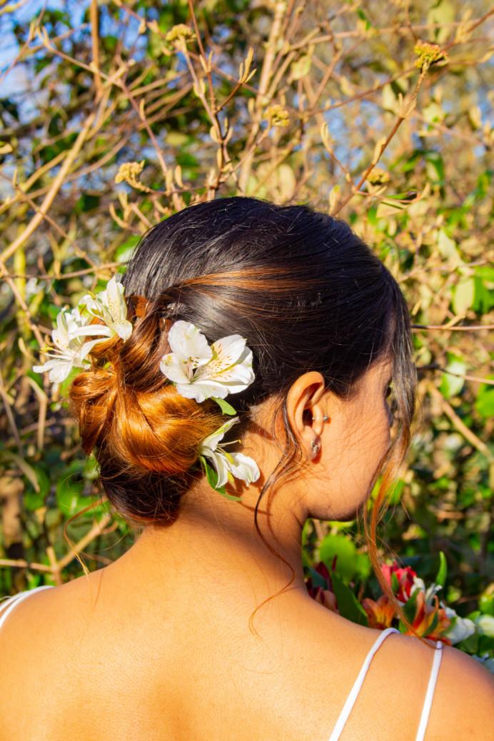 - Make Me Bridal Artist: Ellie Nightingale Makeup. Photography by: Ida Balmond. #flowersinherhair #soft #pretty #subtlesmokeyeye #glowingskin #softhair #summerbride