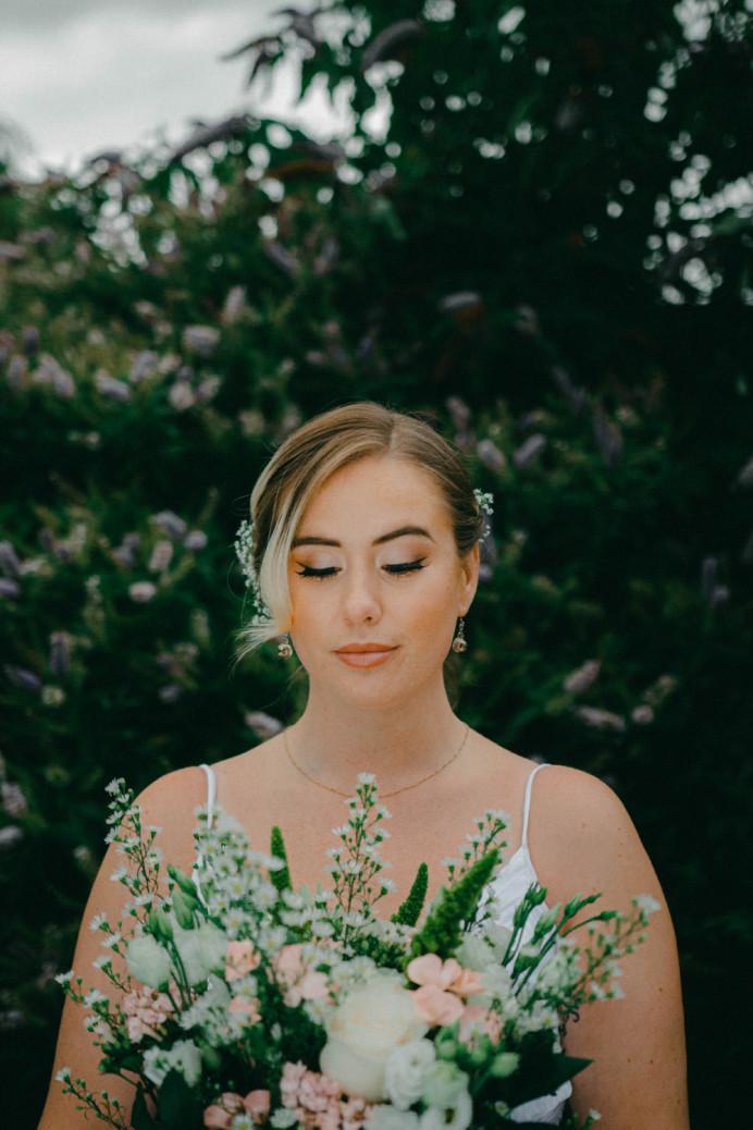 - Make Me Bridal Artist: Ellie Nightingale Makeup. Photography by: Darcie Thompson. #boho #flowersinherhair #pretty #subtlesmokeyeye #freshmakeup #summerwedding