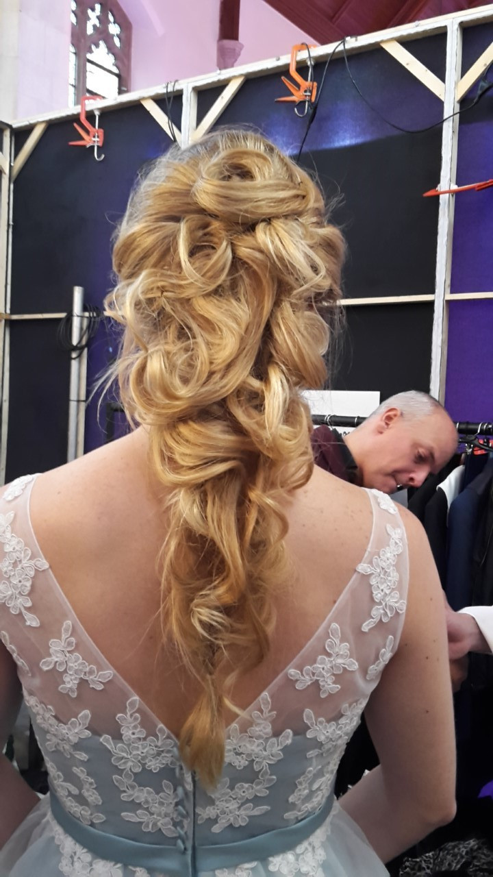 - Make Me Bridal Artist: bridal and vintage hair.
